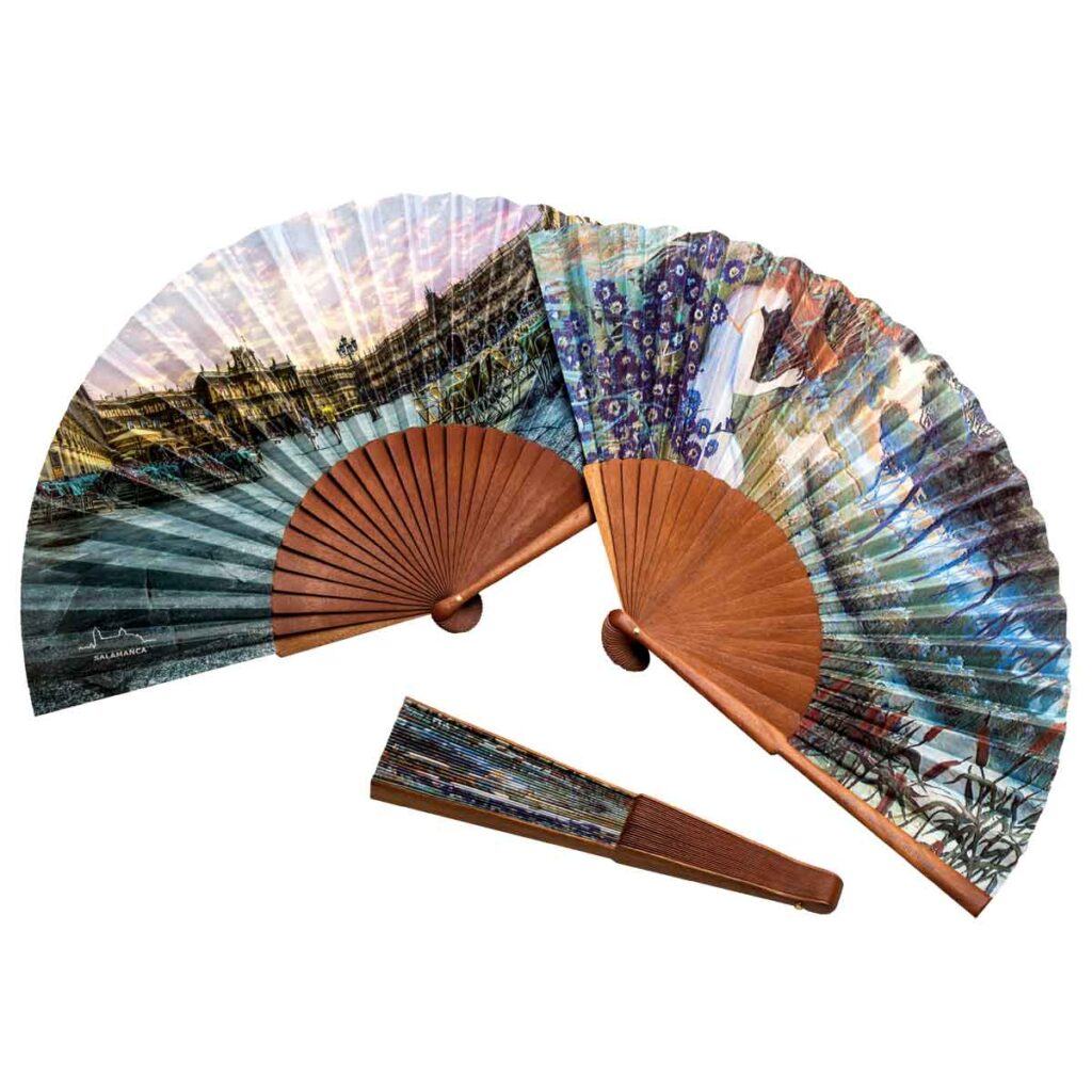 FAN WITH BOCAPI WOOD RODS
